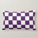 Púrpura y blanco a cuadros almohada