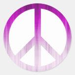 Púrpura y blanco texturizados del símbolo de paz pegatina redonda