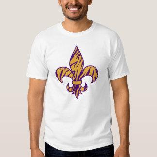 Púrpura y camiseta rayada de la flor de lis del ti playera