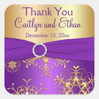 Púrpura y copos de nieve del oro que casan al pegatina cuadrada