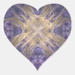 Púrpura y corazón del arte del fractal del oro pegatina en forma de corazón