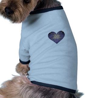 Púrpura y corazón del arte del fractal del oro camiseta de perro