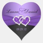 Púrpura y corazones unidos negro que casan al pega