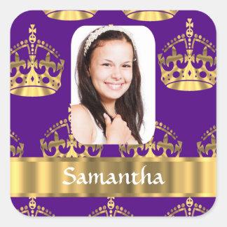 Púrpura y corona del oro pegatina cuadrada