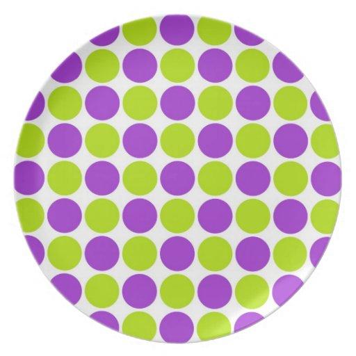 Púrpura y lunares de la cal plato para fiesta
