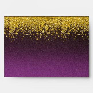 Púrpura y mirada del brillo del oro sobre