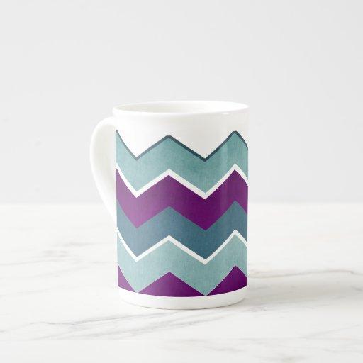 Púrpura y modelo de zigzag del trullo taza de porcelana
