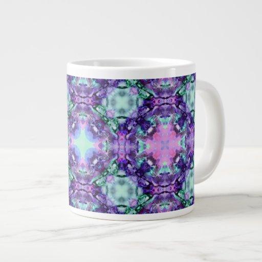 Púrpura y modelo del fractal del hippy de la turqu taza extra grande