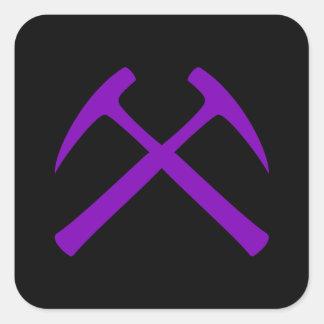 Púrpura y pegatina cruzado negro de los martillos