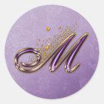 Púrpura y pegatina del monograma M del brillo del