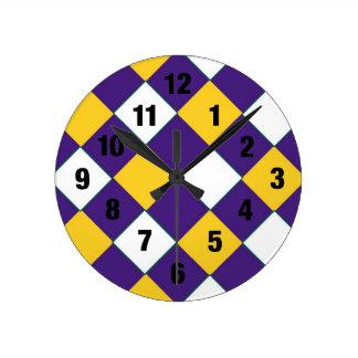 Púrpura y reloj del zapatero del oro