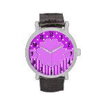 Púrpura y reloj modelado blanco