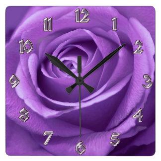 Púrpura y reloj subió lavanda