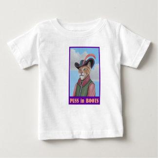 Puss en camiseta de las botas playeras