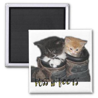 Puss en fotografía de los gatitos de las botas imán cuadrado