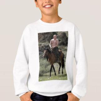 Putin descamisado monta un caballo sudadera