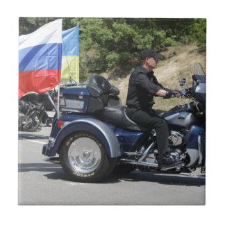 ¡Putin monta un Trike! Tejas Ceramicas