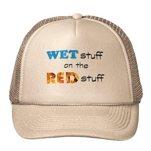 Puttin la materia mojada en la materia roja gorro