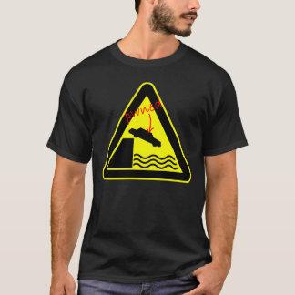 Pwned por la camiseta de la muestra de peligro del