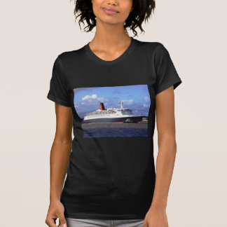 QE11 On the River Mersey, Liverpool UK Tee Shirt