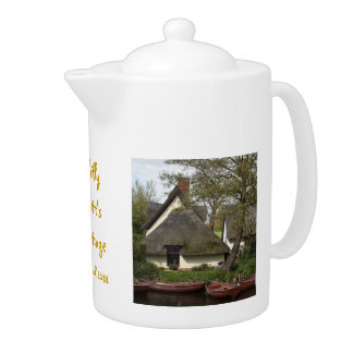 Quaint Thatched Cottage of Willie Lott, Flatford Teapot