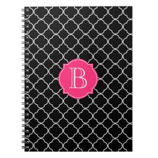 Quatrefoil blanco y negro con el monograma libro de apuntes