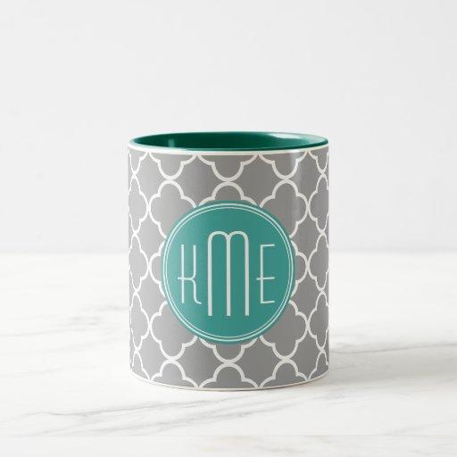 Quatrefoil gris con el monograma de encargo de la  taza de café