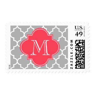 Quatrefoil gris y rojo con el monograma de encargo franqueo