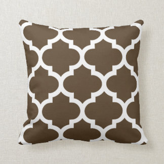 Quatrefoil Pillow in Carafe Brown