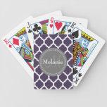 Quatrefoil púrpura y gris con monograma baraja de cartas