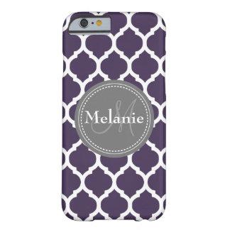 Quatrefoil púrpura y gris con monograma funda barely there iPhone 6