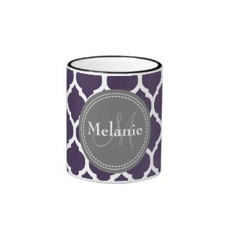 Quatrefoil púrpura y gris con monograma tazas