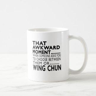 Que el ala torpe Chun del momento diseña Taza Básica Blanca