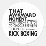 Que el boxeo de retroceso torpe del momento diseña pegatinas redondas