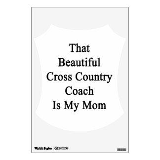Que el coche hermoso del campo a través es mi mamá