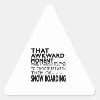 Que el embarque torpe de la nieve del momento pegatina triangulo