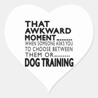 Que el entrenamiento torpe del perro del momento calcomania corazon personalizadas