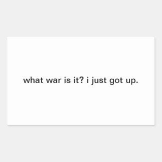 ¿qué guerra es él?  acabo de levantarme. pegatina rectangular