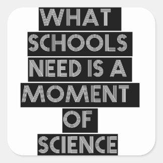 Qué necesidad de las escuelas es un momento de pegatina cuadrada