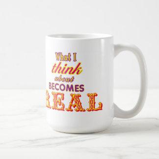 Qué pienso alrededor se convierte en la taza real