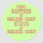 Qué sucede en el campamento de verano pegatina redonda