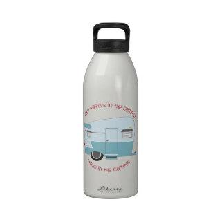 Qué sucede en el campista botella de agua reutilizable