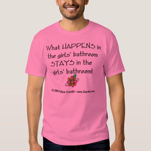 Qué sucede en el cuarto de baño de los chicas…. playera