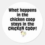 Qué sucede en el gallinero de pollo pegatina redonda