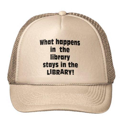 Qué sucede en la biblioteca gorras