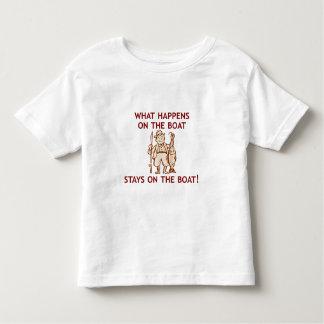 Qué sucede en la camiseta de los niños del barco camisas