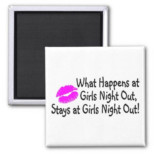 Qué sucede en la noche de los chicas hacia fuera p iman de nevera