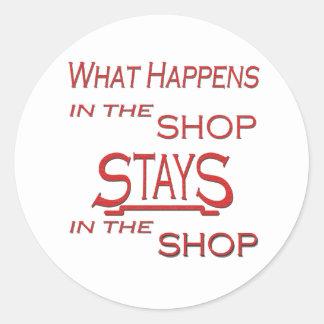 Qué sucede en la tienda pegatina redonda