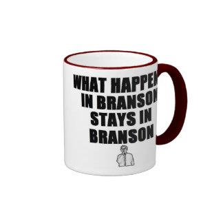 Qué sucede en las estancias de Branson en Branson Taza De Dos Colores