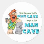 Qué sucede en las estancias de la cueva del hombre pegatina